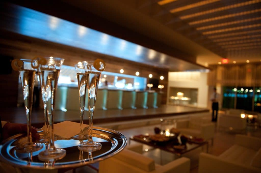 Champage in Lobby 1 1024x681 - Bar & Cocktails